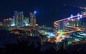 Gwangan most a Haeundae v noci v Busan, Korea