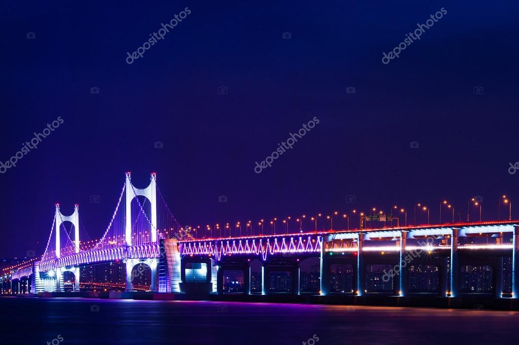 Ponte di gwangan e haeundae di notte a busan corea foto for Piani di ponte rialzati gratuiti