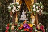 Obraz Buddhy a květiny v každoroční buddhistická půjčil songkran festival