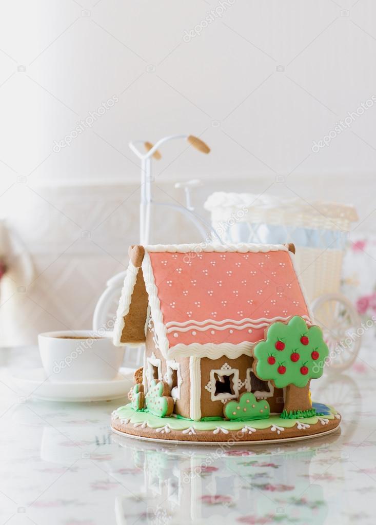 Kuchen Haus Stockfoto C Imhedgehoginthefog 60107311