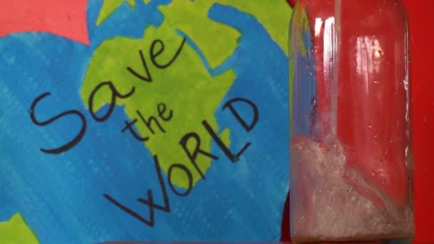 mentse a világ idézet üveg vízzel