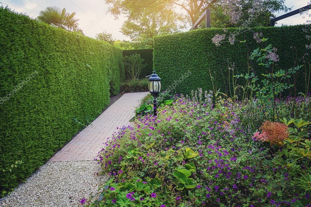 Prachtige tuin idee u stockfoto julia