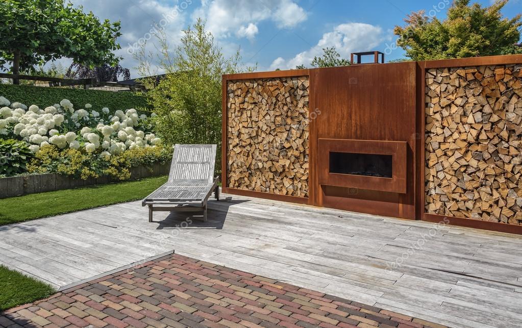 Open Haard Tuin : Open haard in de tuin u stockfoto julia
