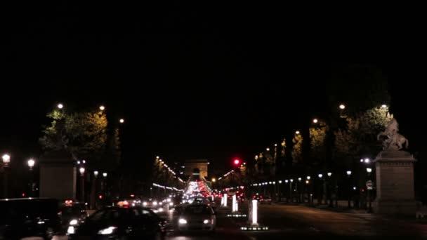 Nacht-Aufnahmen von den Triumphbogen in Paris, Frankreich