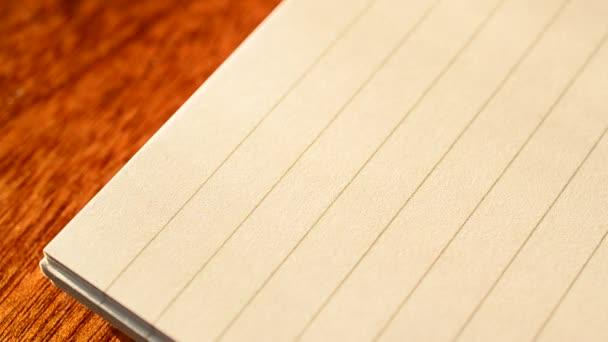 Zápis hlavičky do seznamu úkolů v poznámkovém bloku se značkou