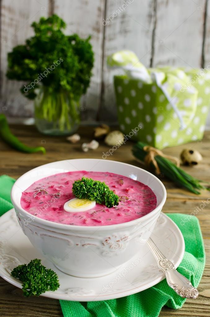 계란, 오이, 감자, 채소와 함께 감기 사탕 무 우 수프 ...