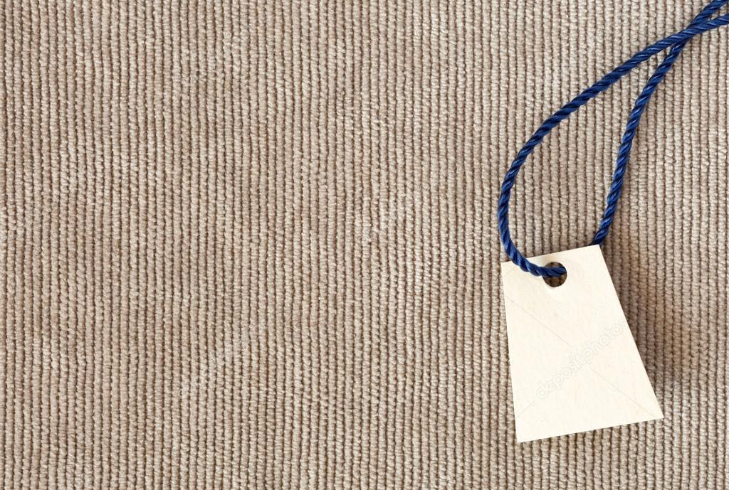 b30a5ad8e2a6 Bege textura de tecido de veludo de Denim close-up vista com etiqueta de  preço de papel de pergaminho em branco e direção vertical de linhas para o  ...