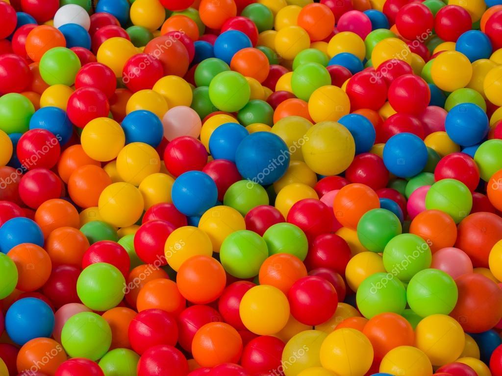 bolas de colores en la zona de juegos piscina de bolas para nios u foto de