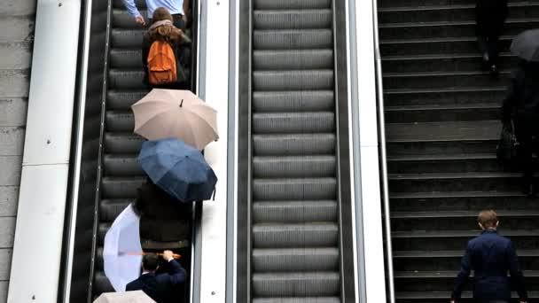 Escaliers de France Paris La défense motion personnes de banlieue ...