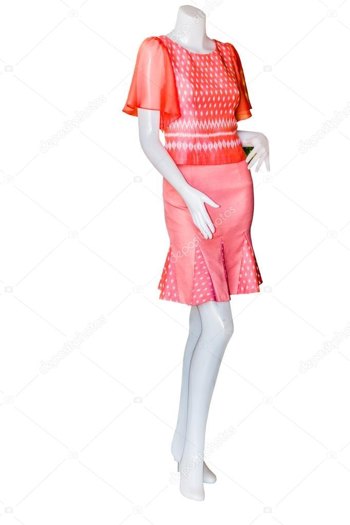 9ddd8ec41971bc Mooie Thaise jurken op mannequins isoleren witte achtergrond met  clippingpath — Foto van sanpom