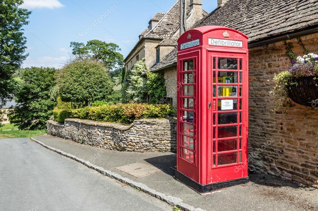 Cabina Telefonica : Defibrillatore in una cabina telefonica u2014 foto stock