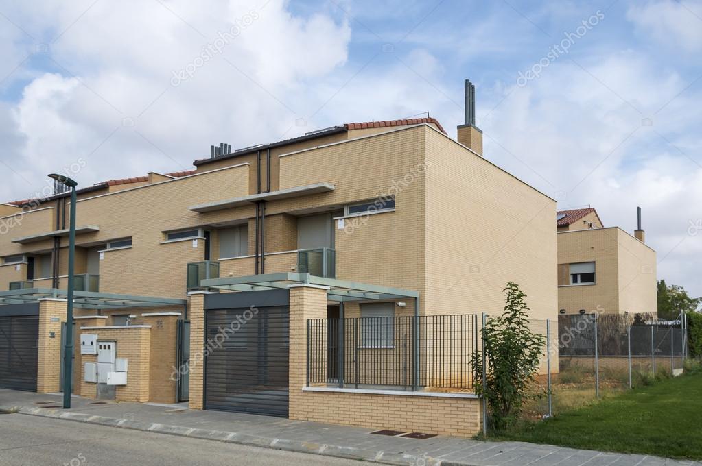 Cloture De Facade façade d'une maison de briques de l'architecture moderne avec porche