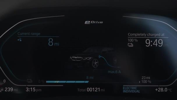 BMW 330E Plug In Hybrid Car Charging Dashboard Display. Uzamčeno