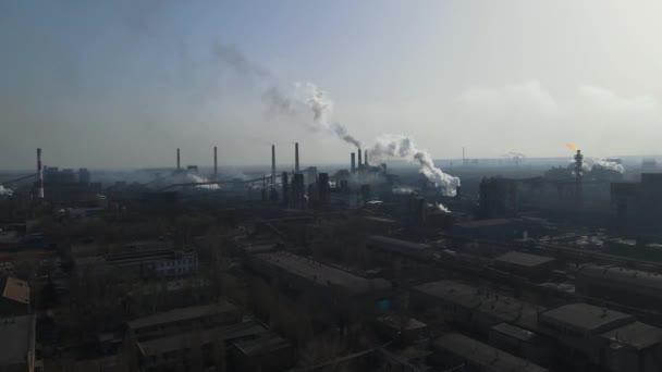 Metallurgische Anlage Industrie Produktion Luftaufnahme Schornstein Rauch aus Fabrik