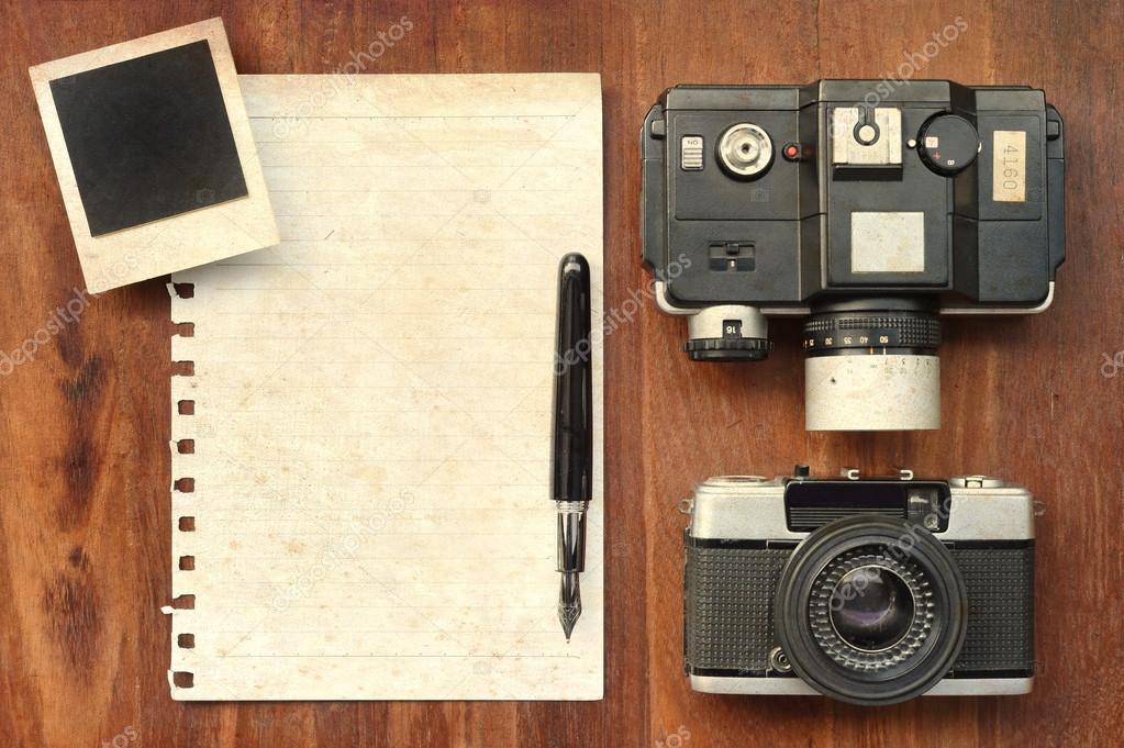 Papel en blanco con pluma, marcos de fotos y cámara de fondo de ...