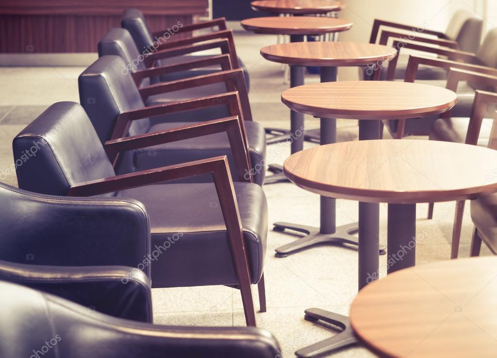 Tavoli E Sedie Vintage.Cafe Interno Con Tavoli E Sedie Vintage Bar Ristorante Foto Stock