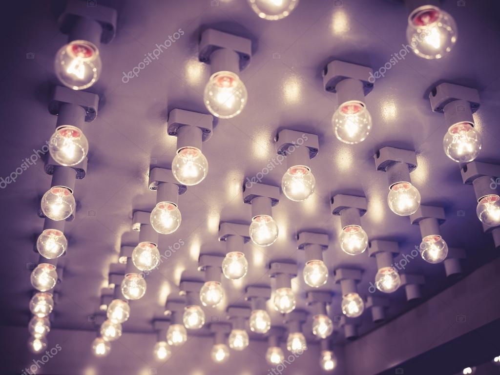 https://st2.depositphotos.com/4134095/9729/i/950/depositphotos_97292498-stockafbeelding-modeshow-gebeurtenis-catwalk-verlichting-decoratie.jpg
