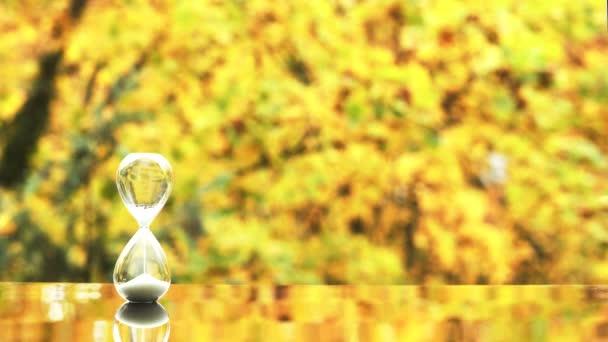 Háttér homokórával, a sárga őszi levelek hátterének tükröződésével
