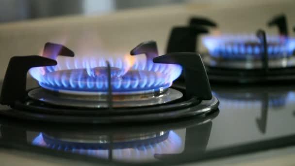 Flammen von zwei Gasherden