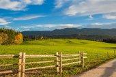 Fotografie Bauernhof, Wiese und blauer Himmel in der Nähe Wieskirche - Steingaden, Deutschland