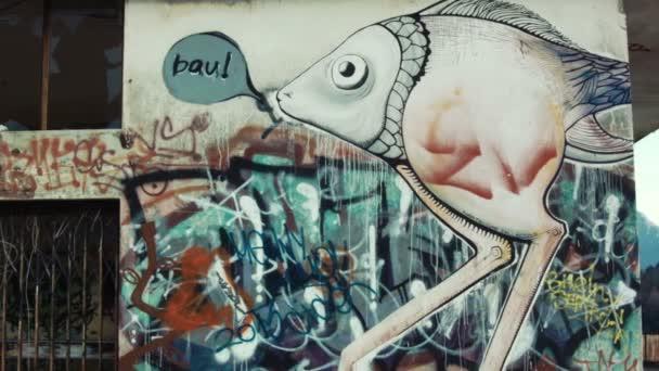 graffiti na zdi cementu