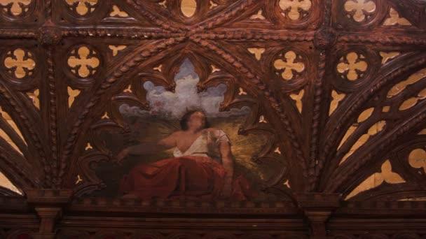 A fából faragott mennyezet egy olasz reneszánsz Villa freskó festmény