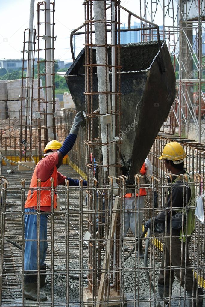 Gruppe Von Bauarbeitern Boden Bodenplatte Giessen Stockfoto
