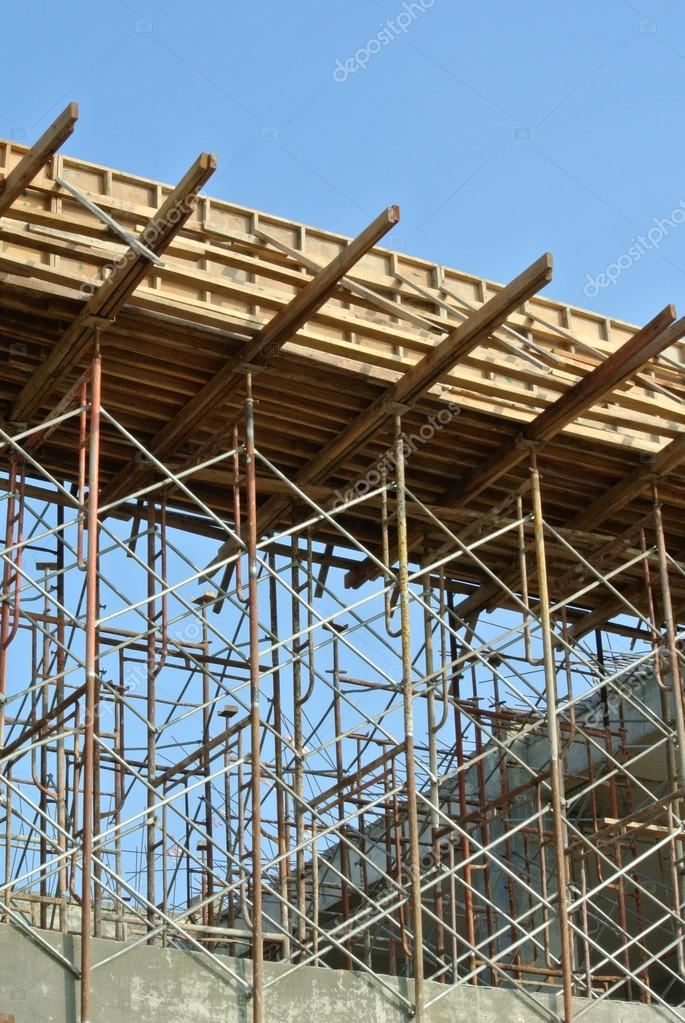 Timber beam formwork supported by row of scaffolding — Stock Photo