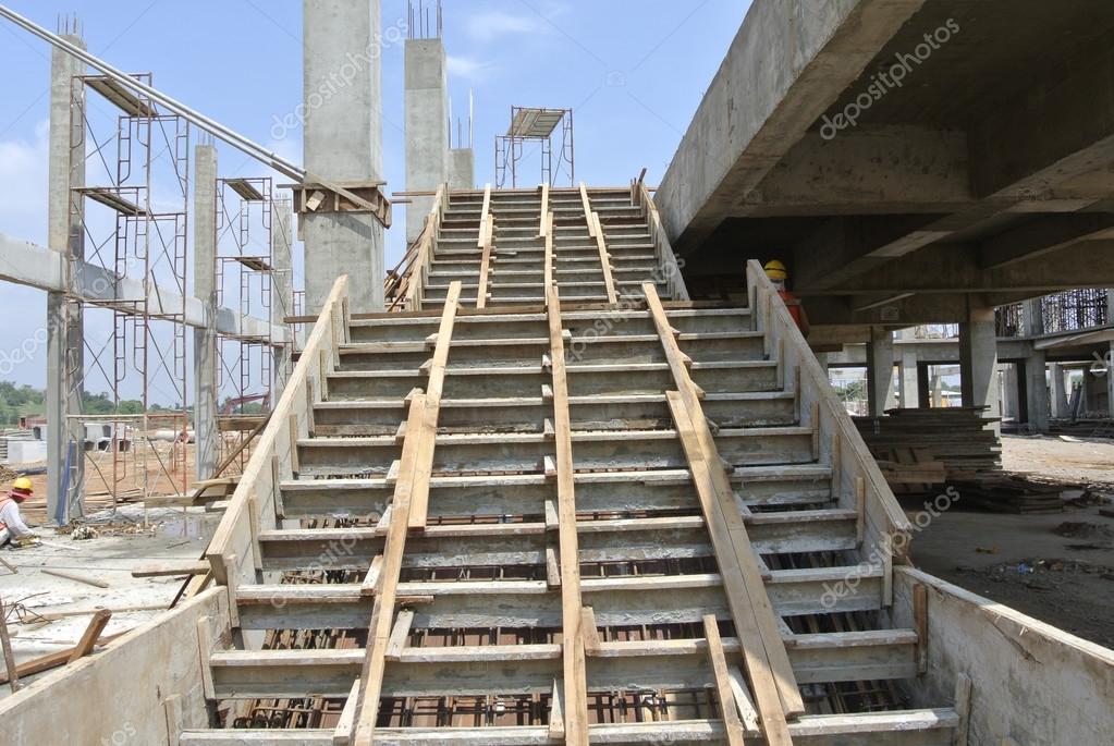 coffrage escalier sur le chantier photographie aisyaqilumar 82856102. Black Bedroom Furniture Sets. Home Design Ideas