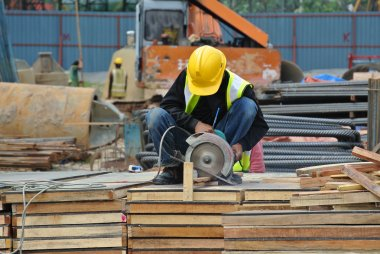 A construction worker using the portable all purpose pipe cutter machine