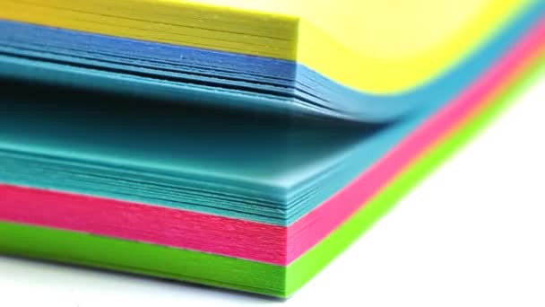 Különböző színű öntapadó jegyzetek