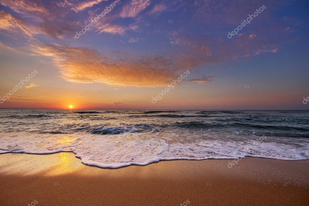 Фотообои Beautiful cloudscape over the ocean.