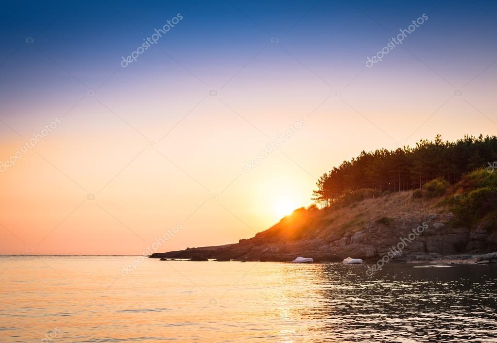 Фотообои Sunset over the ocean.