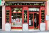Madrid, Španělsko - 19 září 2014: Farmacia Antonio Saiz Garcia - prototyp slavné drogerie Farmacia de guardia