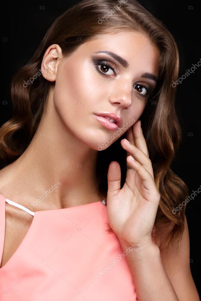 Maquillaje Fiesta Vestido Rosa Mujer Hermosa En Un Vestido