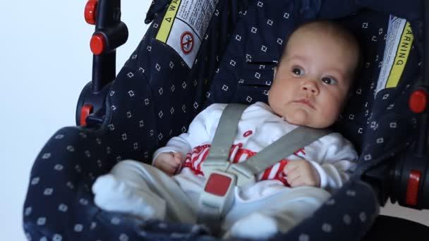 Dítě na dětské autosedačky