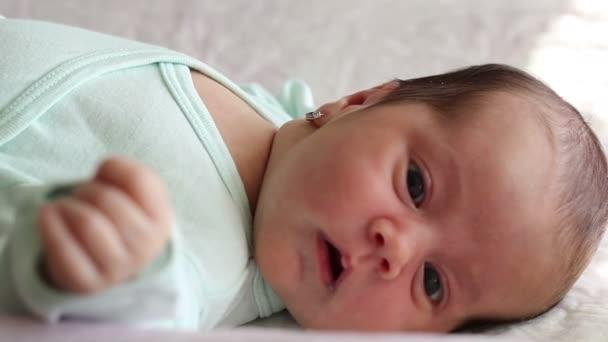 novorozence dívka