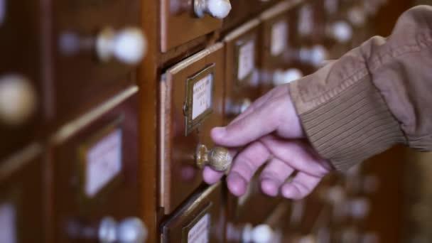 Vyhledání karet databáze knihovny