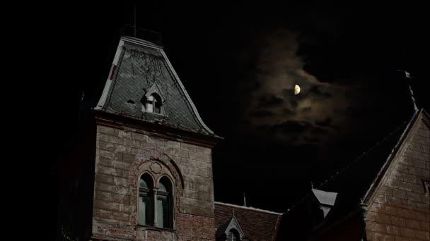 Casa spettrale alla notte