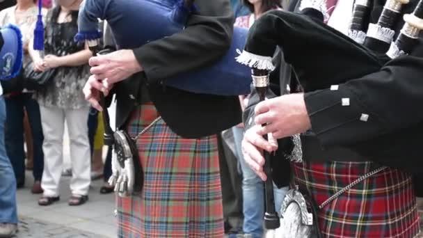 Tradiční skotské dudy, zpěv