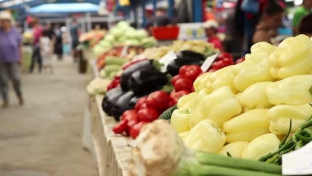 Zelenina na prodej na trhu