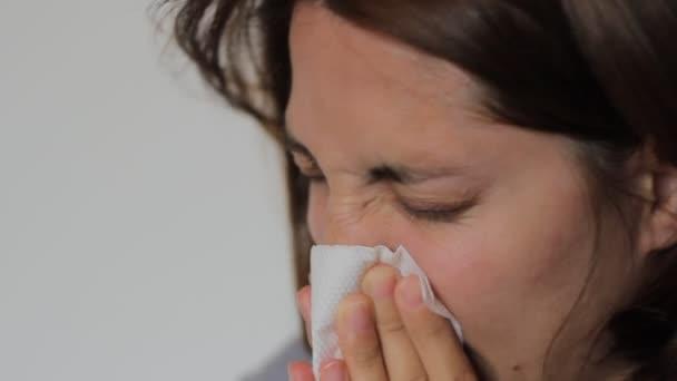 Žena je nos foukat
