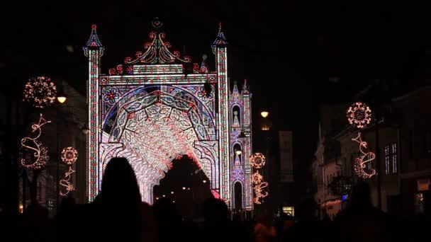 Světla ozdoby na Vánoce na ulici