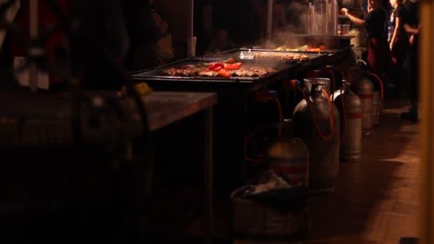 V noci mobilní kuchyň