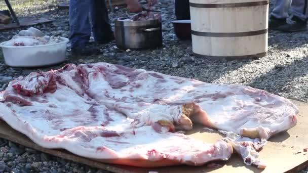 Kouřící vepřové maso