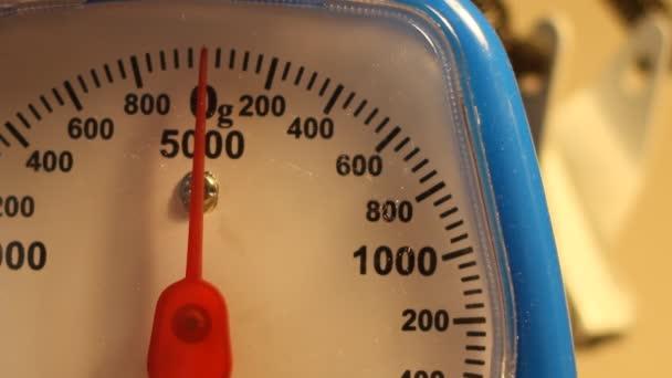 O hmotnosti 50g