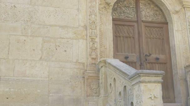 Středověký zámek dveří a kroky