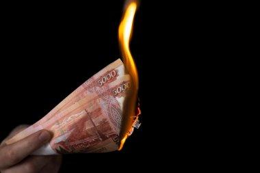 Person burns rubles horisontal