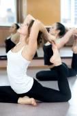 Jogín žen, cvičení ve třídě