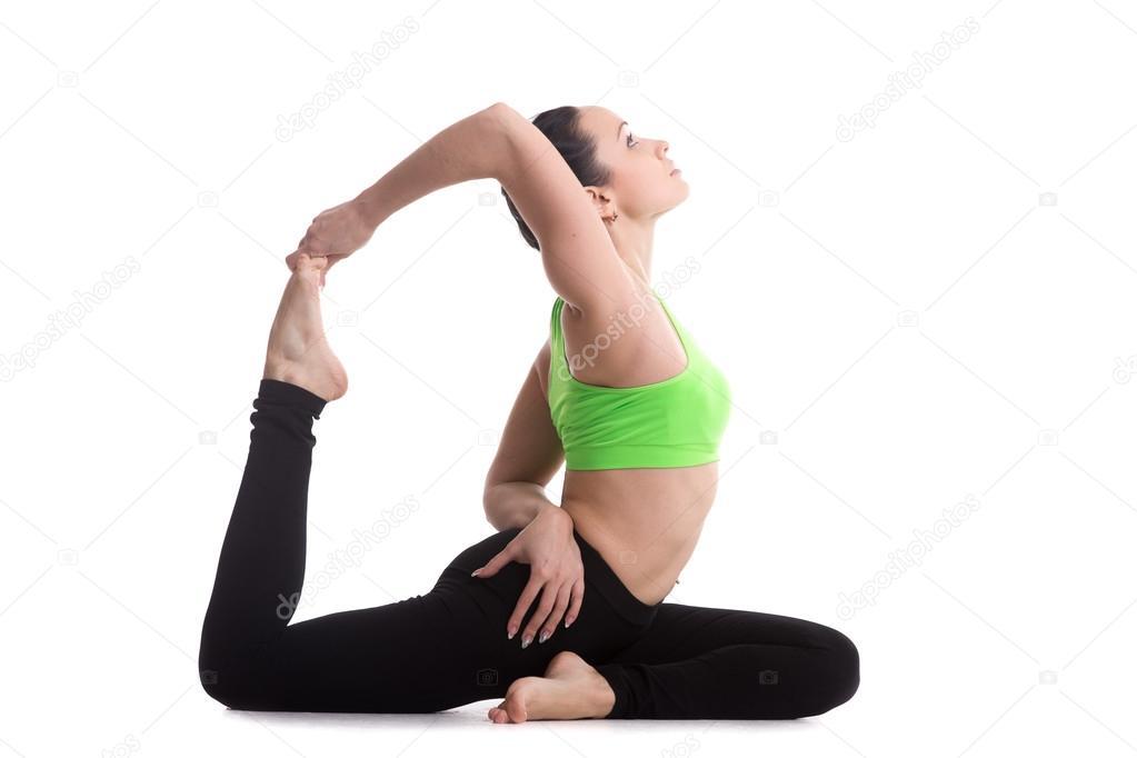 Einbeinige König Taube Yoga-Pose — Stockfoto © fizkes #68146899